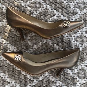 COACH DARK GOLD ZELDA PUMPS. Worn once! SZ 6.5